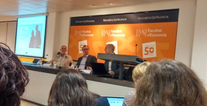 Foto de la conferencia en la Universitat de Valencia